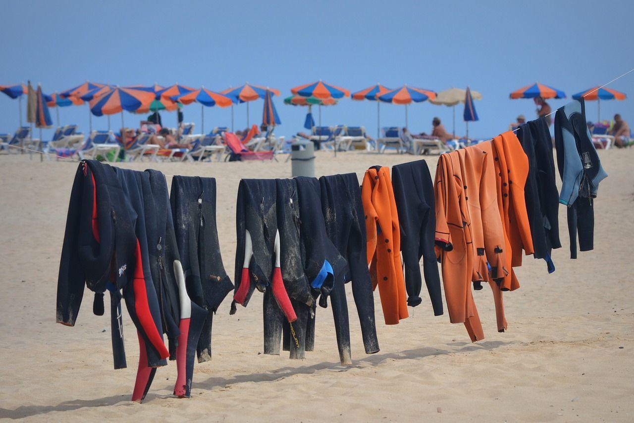 Odzież surferska – garść porad dla początkujących
