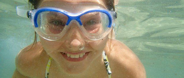O czym należy pamiętać kupując okulary do pływania?
