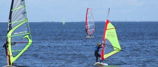 Czym charakteryzują się solidne żagle do windsurfingu?