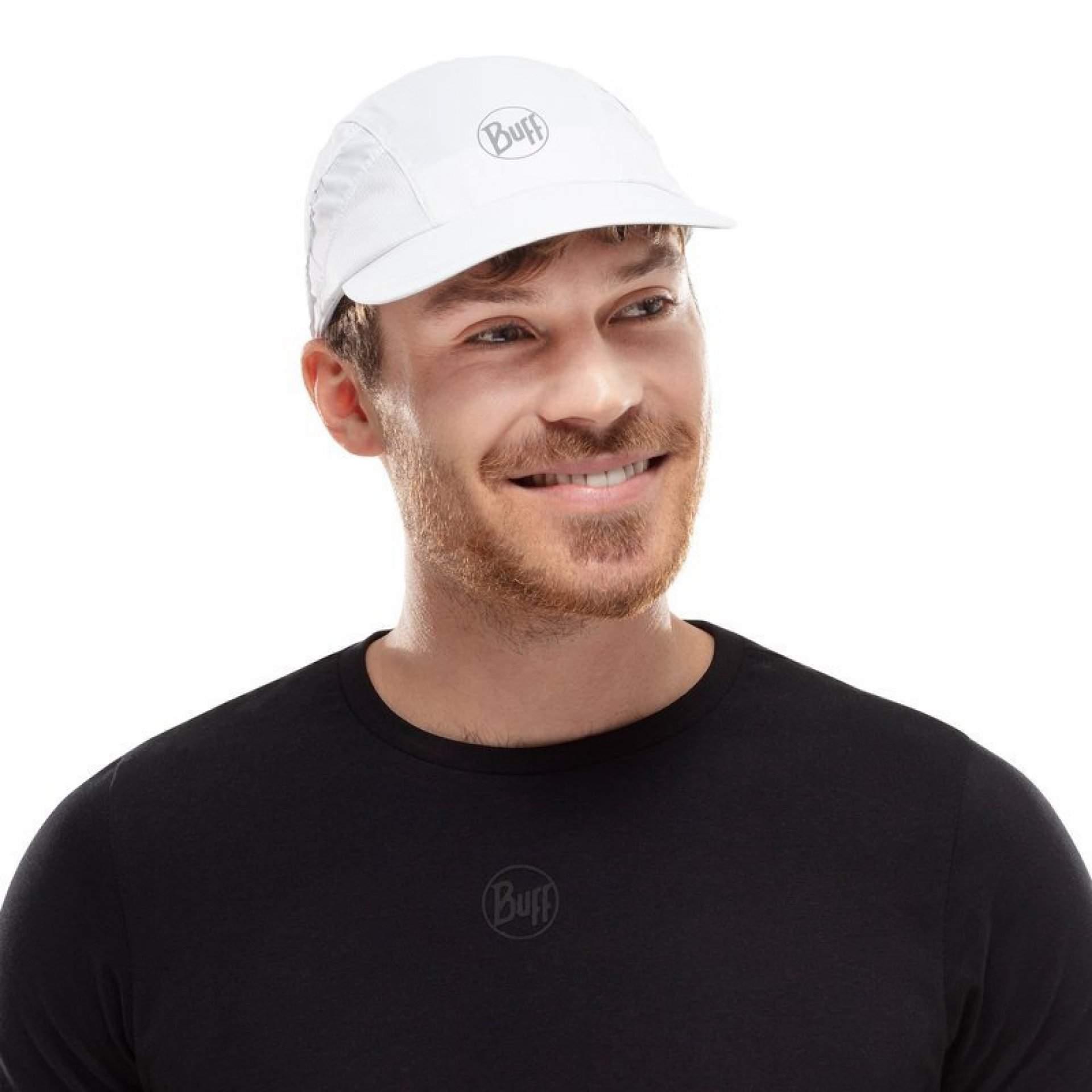 CZAPKA Z DASZKIEM BUFF 5 PANELS CAP R-SOLID WHITE NA MODELU