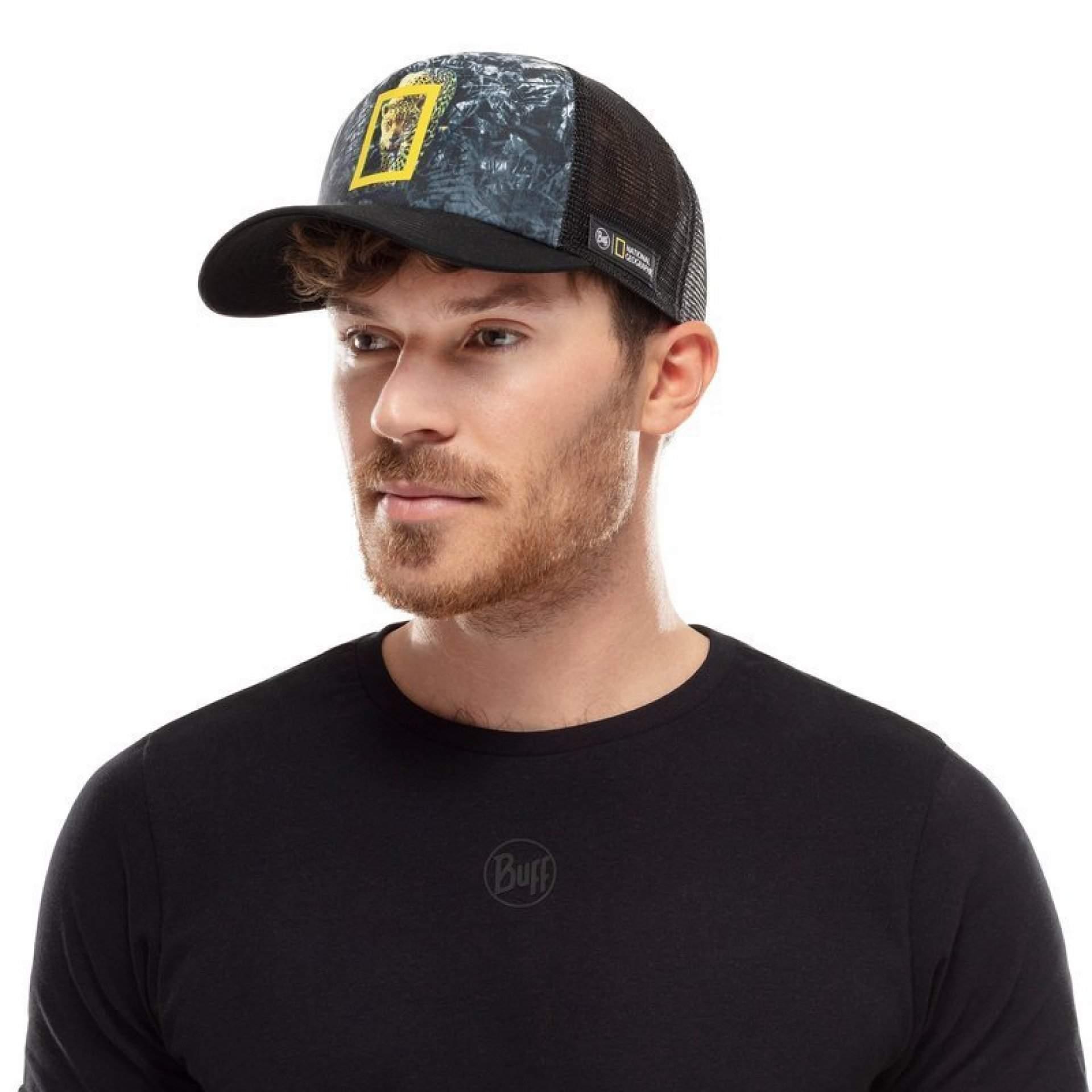 CZAPKA Z DASZKIEM BUFF TRUCKER CAP HOWEY BLACK NA MODELU